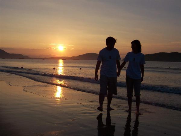 「沙灘漫步」的圖片搜尋結果